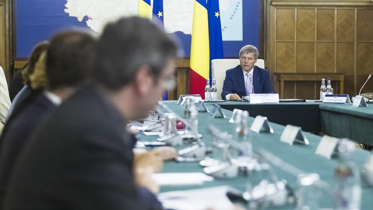 """Dacian Cioloș, despre pregătirile de iarnă: """"Doar în 26 de județe există contracte de deszăpezire"""""""