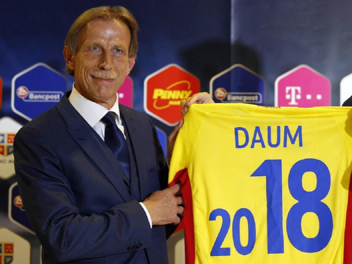 Selecționerul Christoph Daum întâmpină probleme înainte de meciul România - Polonia, de vineri seară. Fundașul Cristian Săpunaru este incert.
