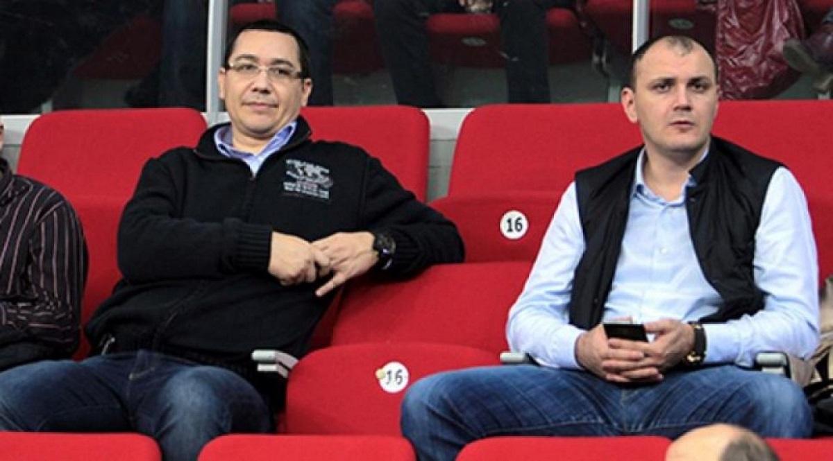Deputații Sebastian Ghiță (PRU) și Victor Ponta (PSD) se numără printre deputații amendați pentru că au acumulat absențe nemotivate.