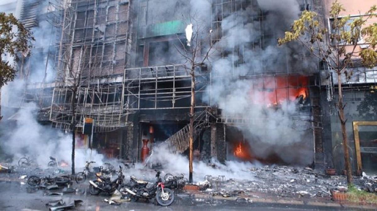 Incendiu în Vietnam într-un bar de karaoke. Mai mulți oameni au murit