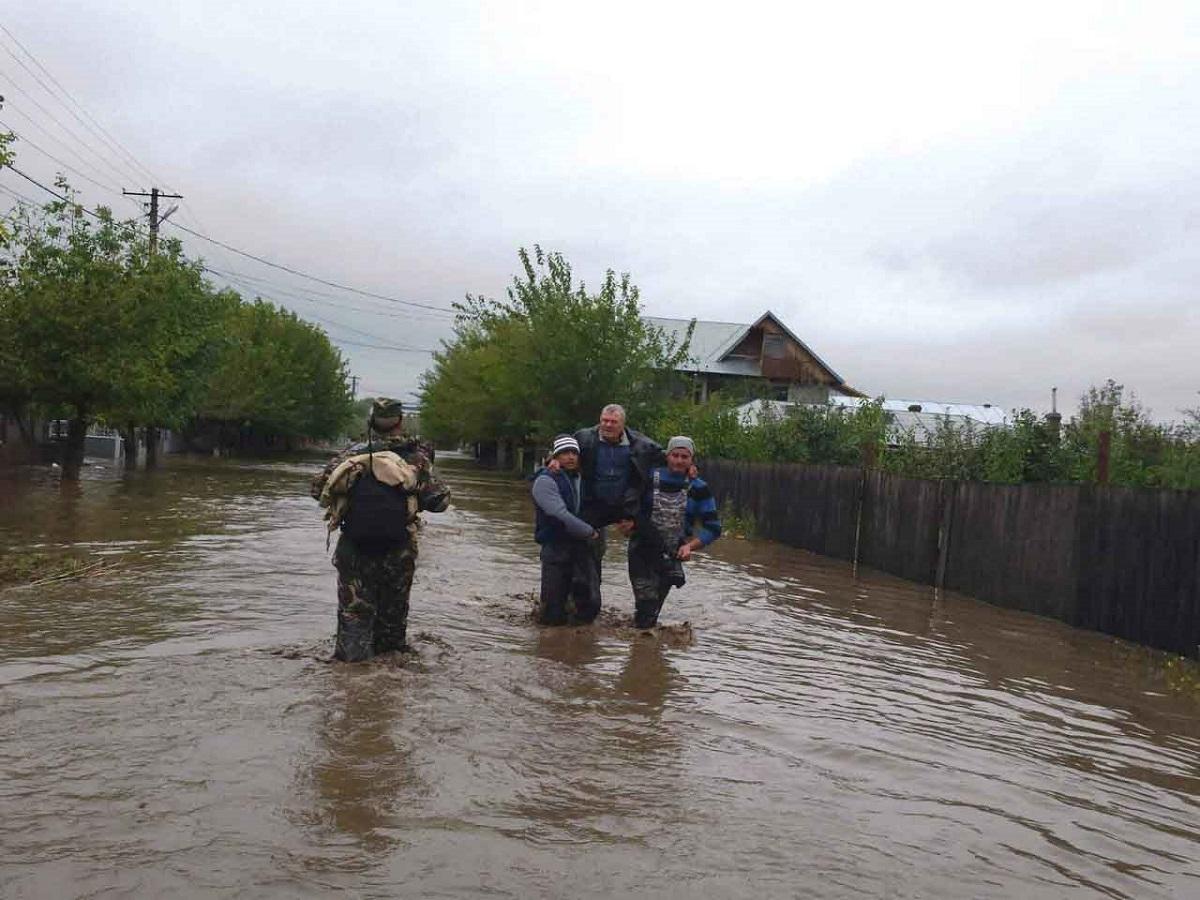 Hidrologii au emis atenționări cod portocaliu și cod galben de inundații pentru mai multe râuri din județele Botoșani și Vaslui.