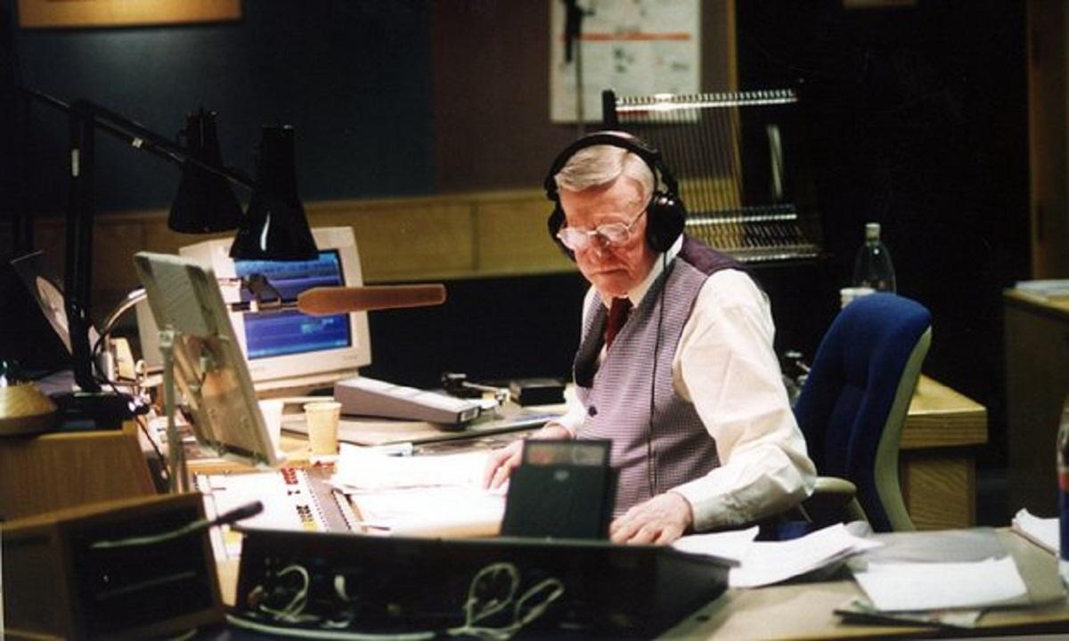 Prezentatorul BBC Jimmy Young a murit la vârsta de 95 de ani
