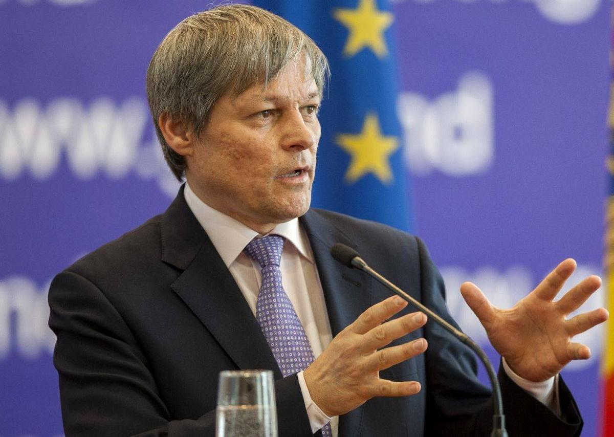 Premierul Dacian Cioloș a declarat că Guvernul va contesta la Curtea Constituțională legea princae se fac majorări salariale în educație și sănătate.