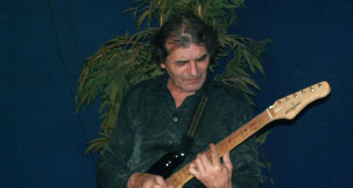 A murit Marian Manoliu, chitaristul din prima componență a trupei Compact