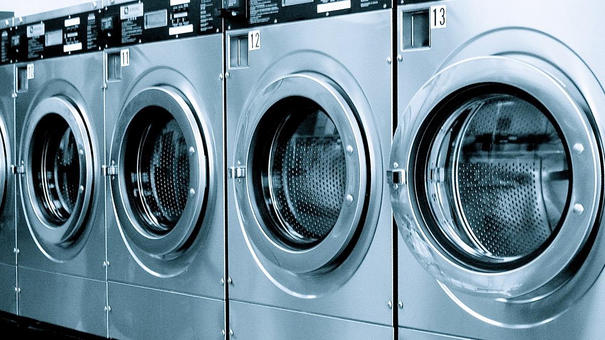 Prețuri reduse la mașini de spălat black Friday 2016. eMAG a pregătit reduceri, oferte și promoții la mașini de spălat cu ocazia zilei de Black Friday.