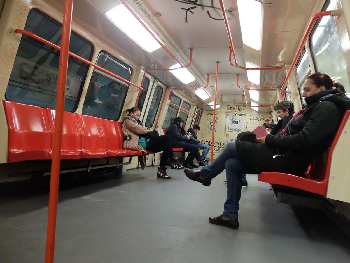 După mai multe controale făcute făcute în perioada 7-25 noiembrie la reţeaua de transport cu metroul, ISU Bucureşti-Ilfov, Metrorex a fost amendată cu amenzi de 13.500 lei.
