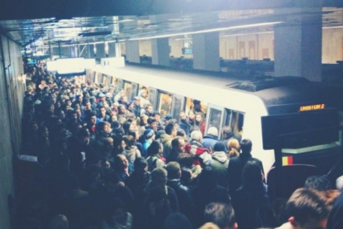 Circulația la metrou a fost blocată joi seara, după o defecțiune pe magistrala M1, între stațiile Iancului și Piața Muncii.