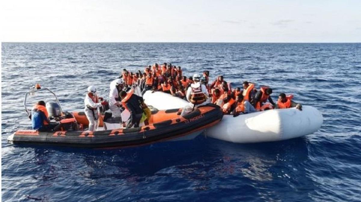Sute de migranți s-au înecat în două naufragii în largul coastei Libiei, anunţă ONU