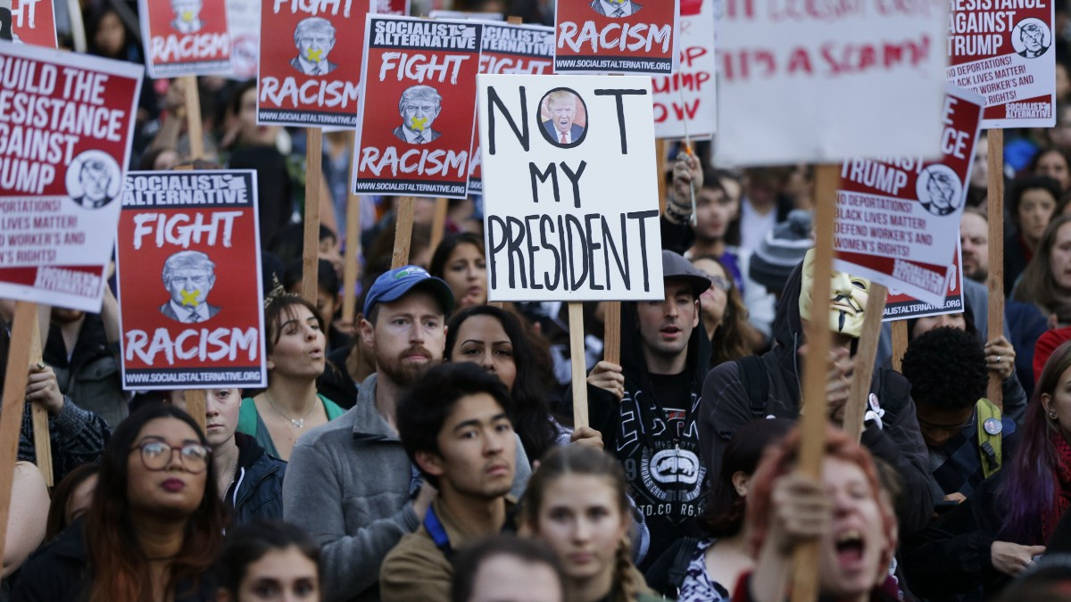Proteste SUA: Mii de oameni au protestat pentru a treia seară consecutiv contra victorie lui Trump de la alegerile prezidențiale.