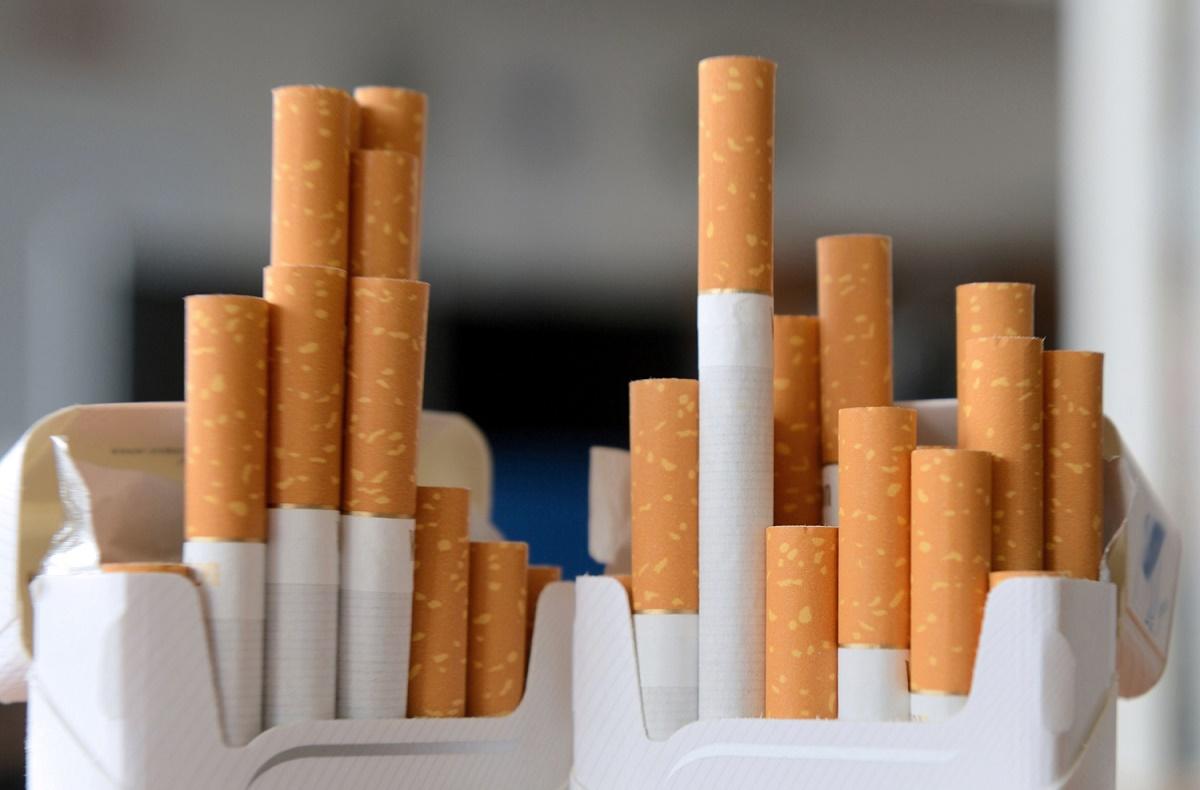 Fumătorii nu vor mai putea cumpăra țigări cu arome. Klaus Iohannis a promulgat legea care le interzice, iar aceasta va fi publicată în Monitorul Oficial