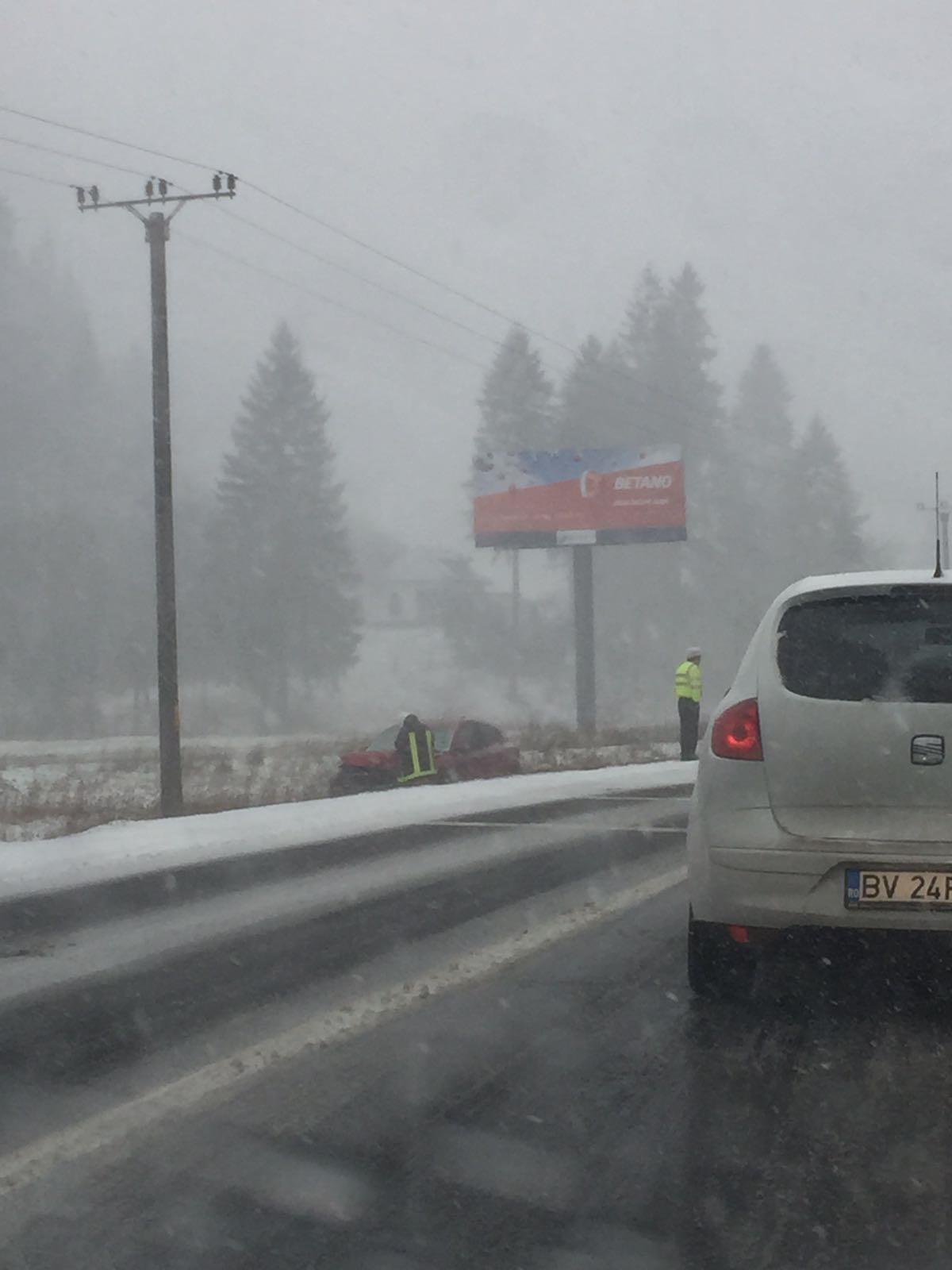 Traficul în zona localității Hosman din județul Sibiu este blocat de un accident rutier care a implicat patru autoturisme.