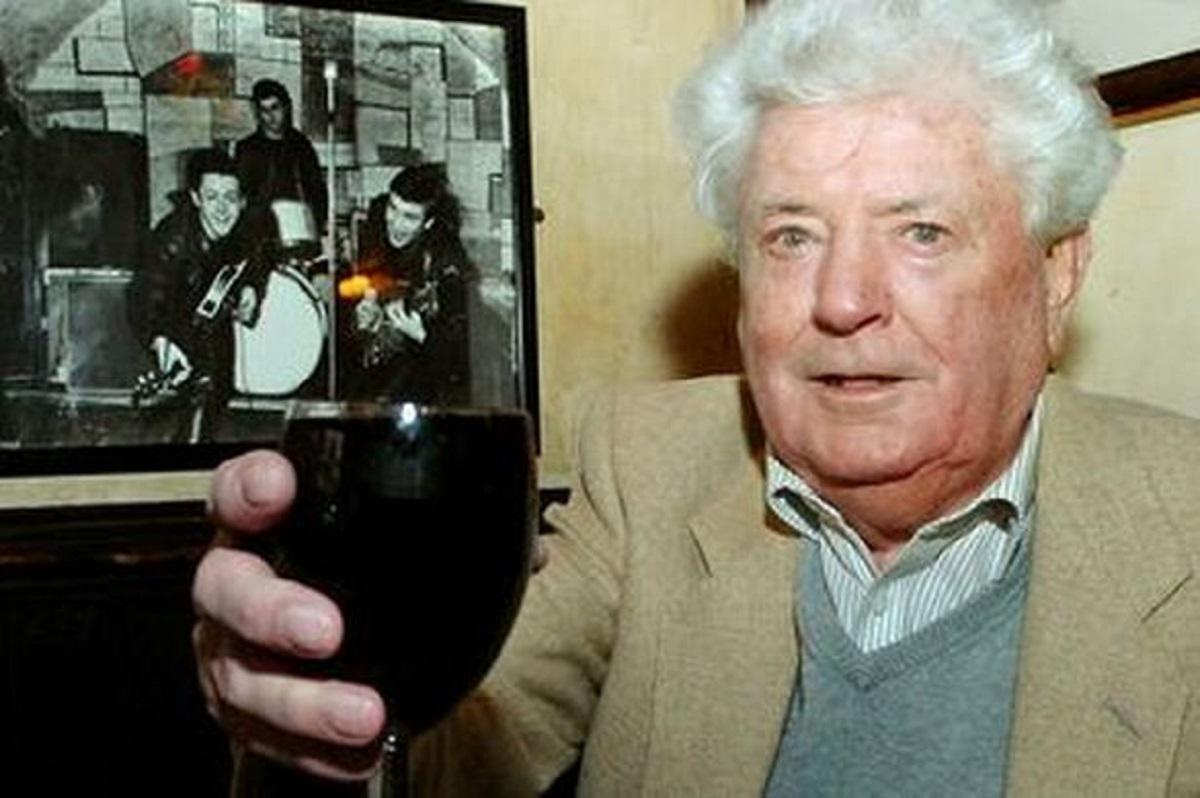 Omul care a descoperit formația The Beatles, dar și primul impresar, Alan Willims, a murit la vârsta de 86 de ani.