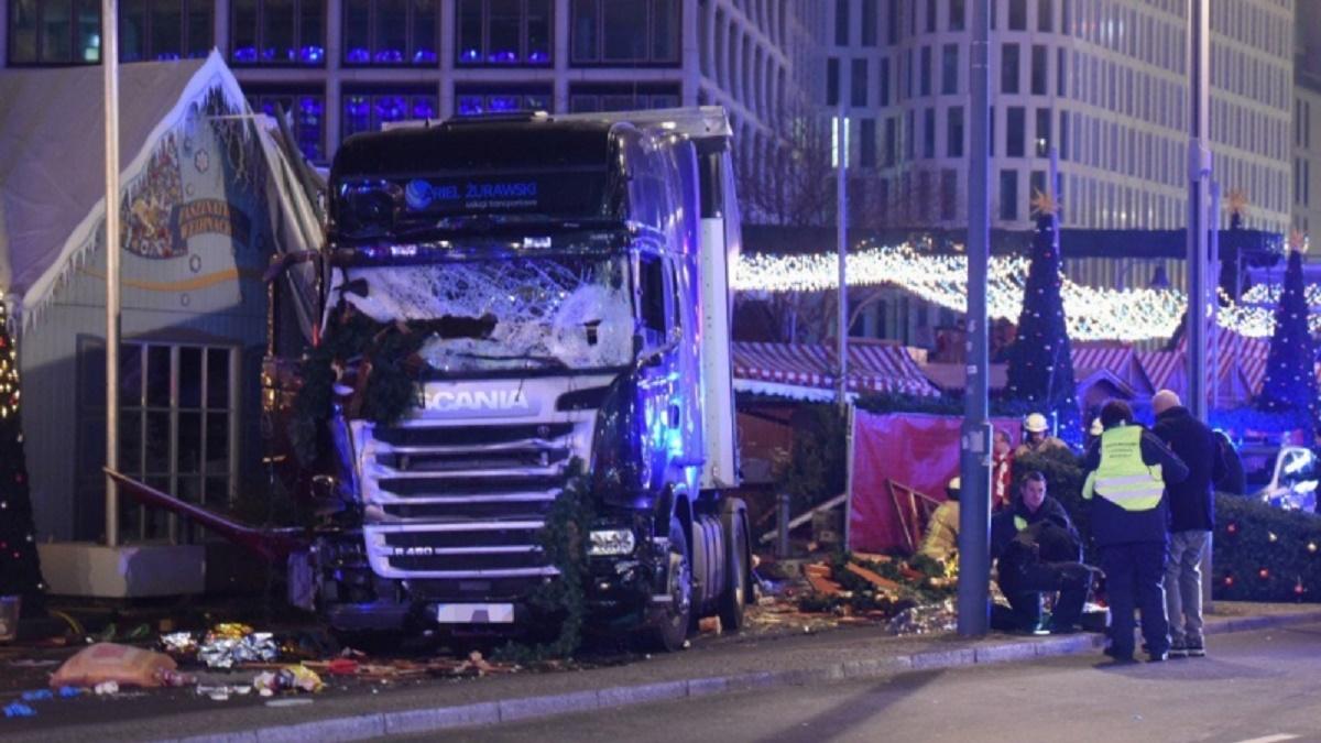 Două zile au trecut de la tragicul accident din Berlin. Marți seară, un camion de mare tonaj a intrat cu viteză în Târgul de Crăciun.