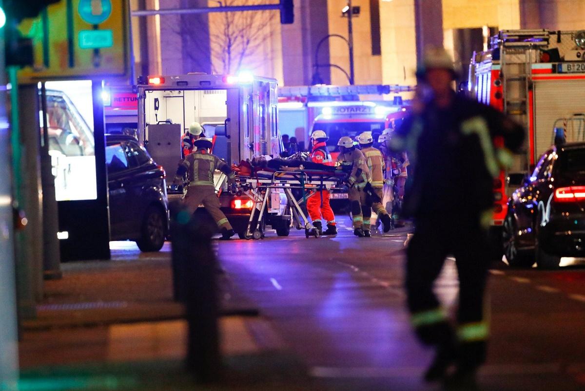 Atentat la Berlin. Tragedia care a lovit ieri capitala Germaniei, provocând moartea a 12 persoane și rănirea altor 48, încă numără victime.