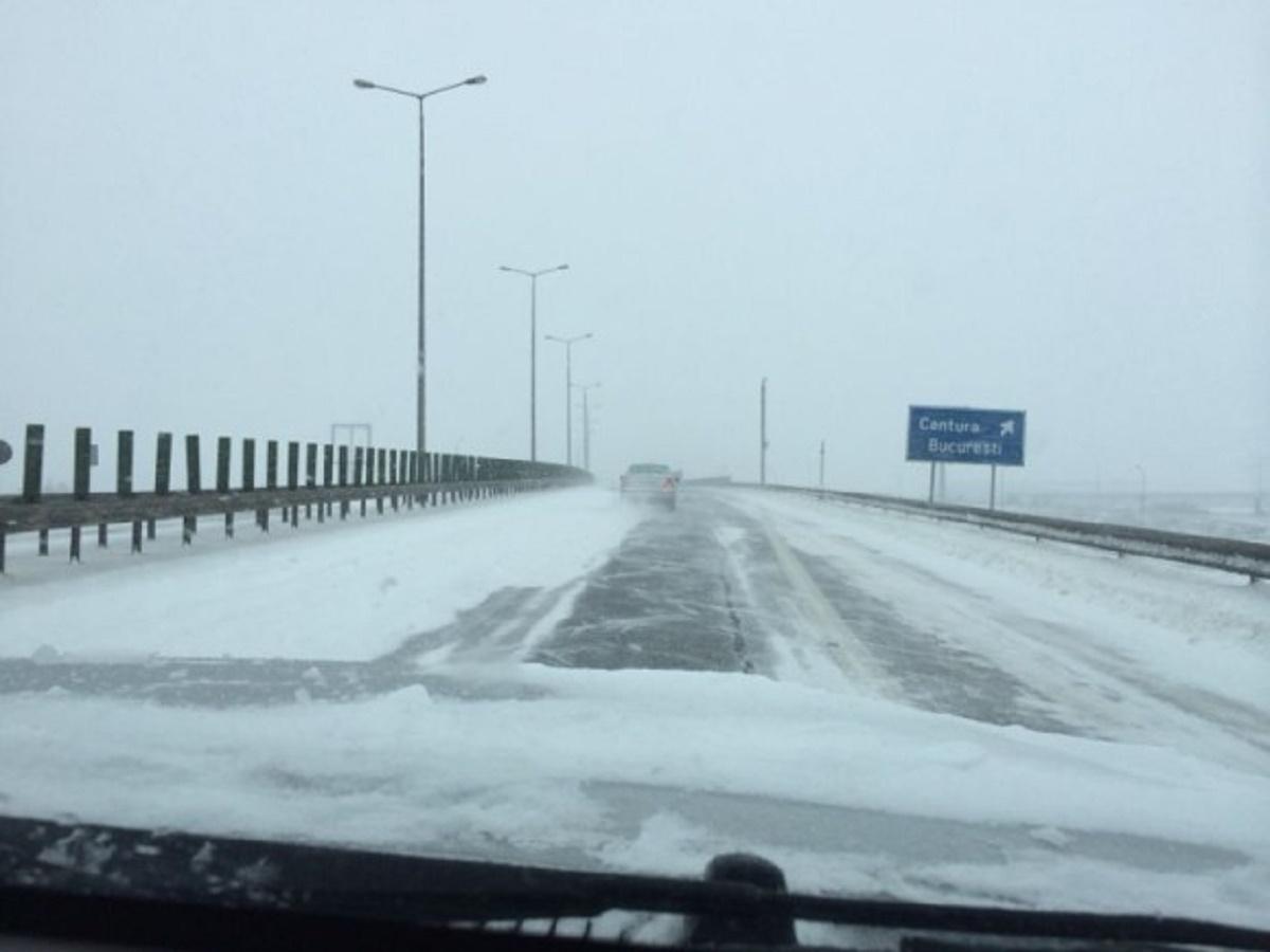Autostrada București-Ploiești este cel mai nou drum unde se înregistrează probleme grave din cauza condițiilor meteorologice dificile.