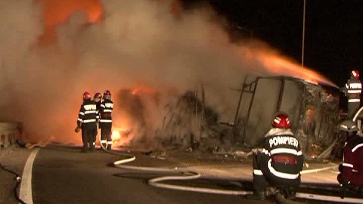 Incident pe Autostrada Soarelui. Un TIR încărcat cu lemne a luat foc pe Autostrada Soarelui. Potrivit Centrului Infotrafic...