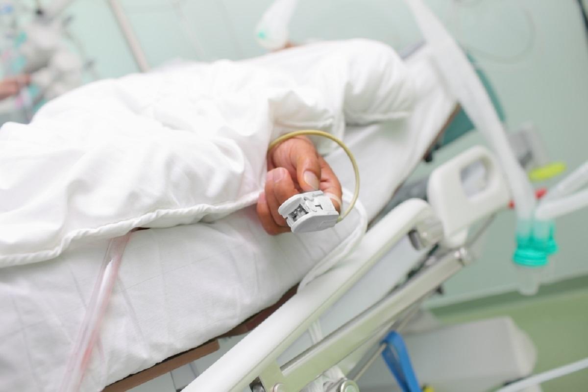 Un bărbat cu suspiciunea de botulism a ajuns de urgență la spitalul din Suceava. Bărbatul a declarat că a mâncat fasole din conservă.