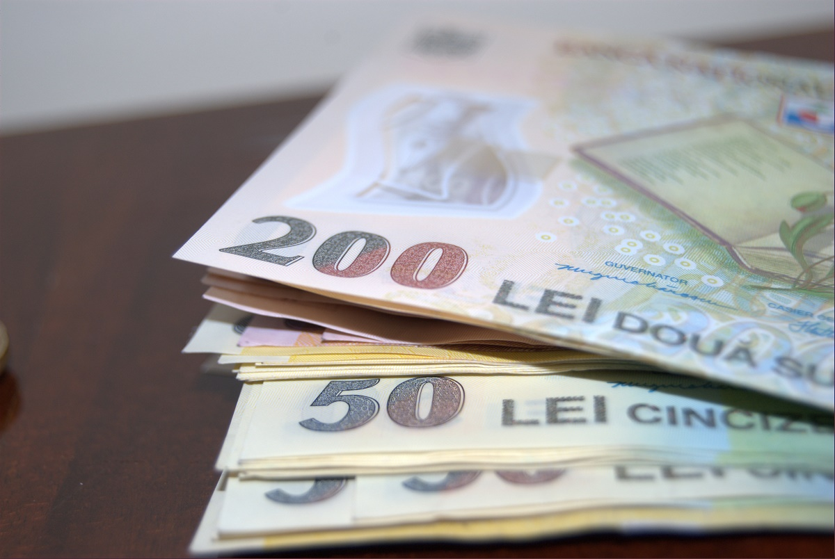Bonusuri de sărbători. Conform unui studiu realizat de site-ul BestJobs.eu, aproape jumătate din angajatorii României vor acorda bonusuri angajaților lor.