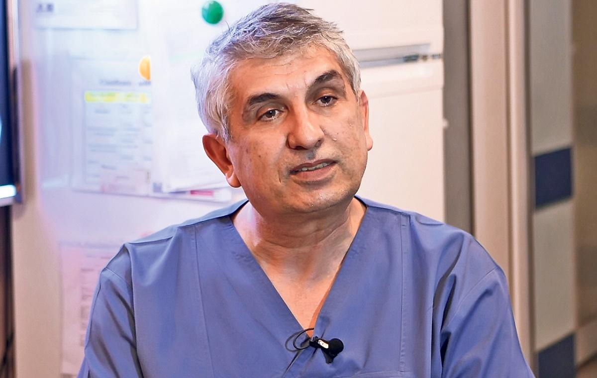 """Chirurgul ortoped Gheorghe Burnei, de la Spitalul """"Marie Curie"""", câștiga oficial aproximativ 7.000 de lei pe lună.El cerea bani părinților pentru operații"""