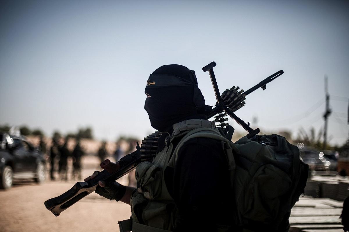 Percheziții la casa unui tânăr acuzat de propagandă jihadistă. Acesta a promovat pe internet mesaje de susţinere a organizaţiilor teroriste