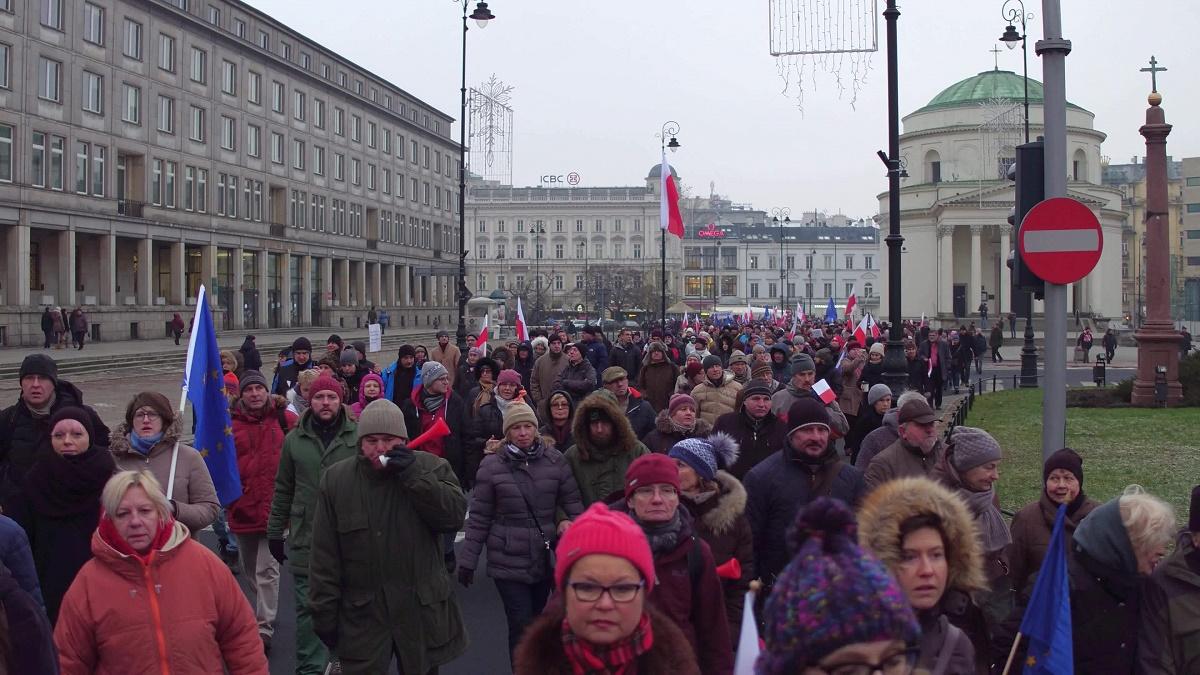 Polonia se confruntă cu cea mai gravă criză politică din țară, din ultimii ani. Protestele continuă și luni, pentru a patra zi consecutiv.