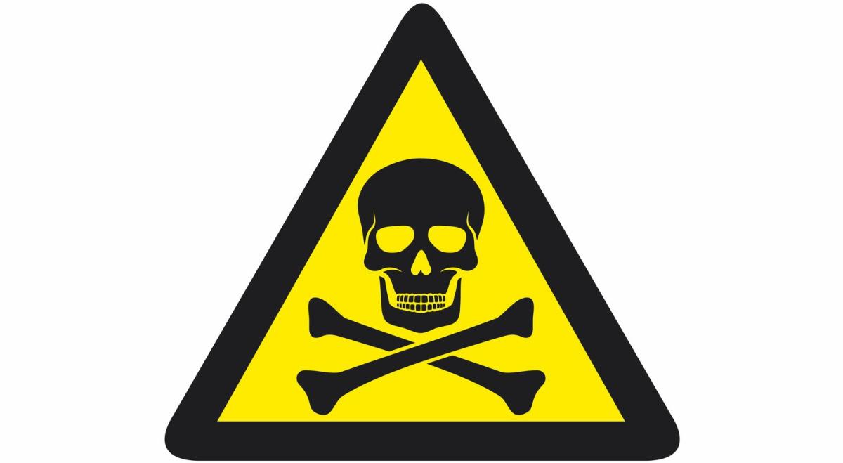 14 elevi dintr-un liceul brașovean au fost intoxicat cu vapori toxici emanați de adezivul folosit la lipirea linoleumului.
