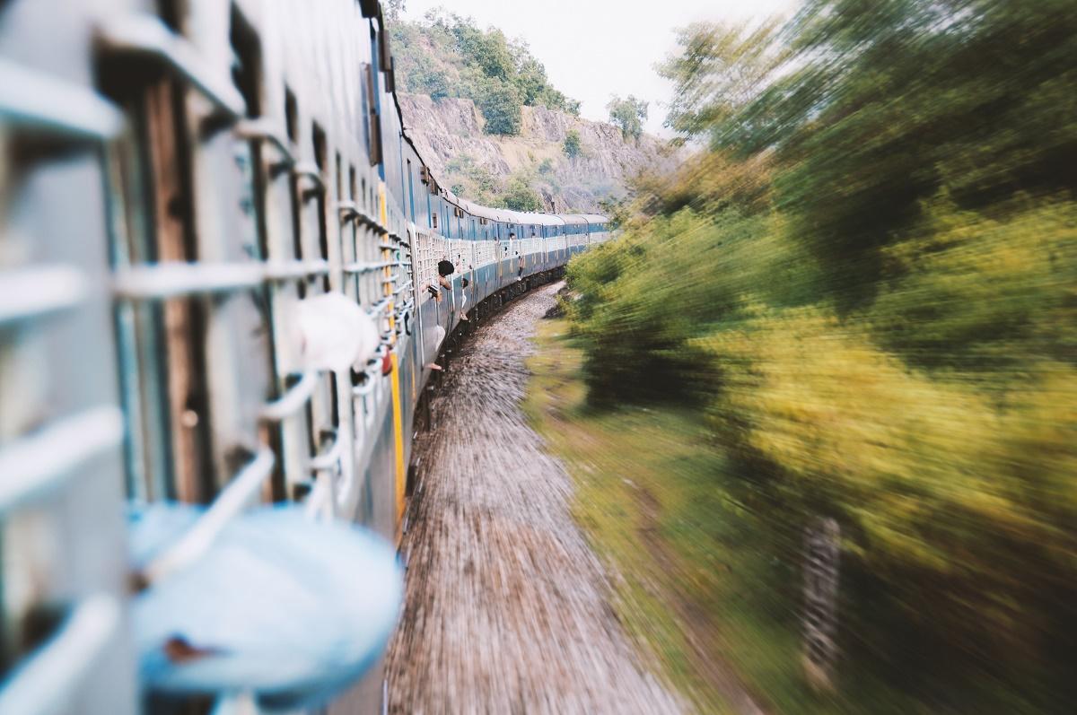 Elevii și studenții cu drept de vot, vor circula gratis cu trenul între 8-12 septembrie, din localitățile în care studiază către cele de domiciliu și retur