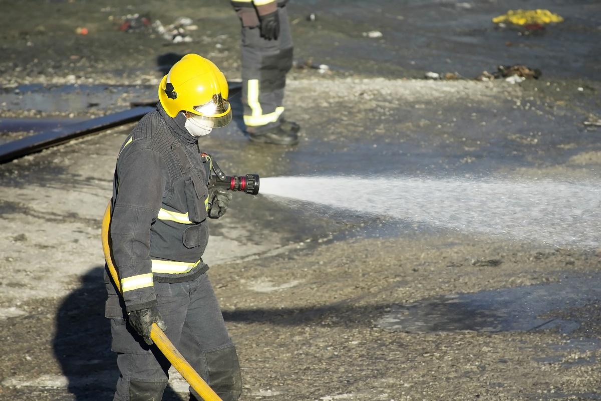 Incendiu în portul Constanța. Pompierii au fost solicitați să intervină, joi dimineața, la un incendiu izbucnit într-o magazie