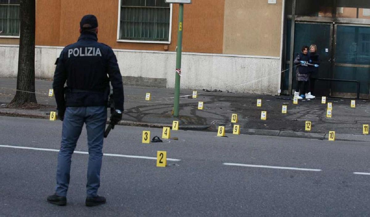 O bombă a explodat la un sediu de poliție din Italia. În urma exploziei cel puțin o persoană a fost rănită. Deocamdată incidentul nu a fost revendicat