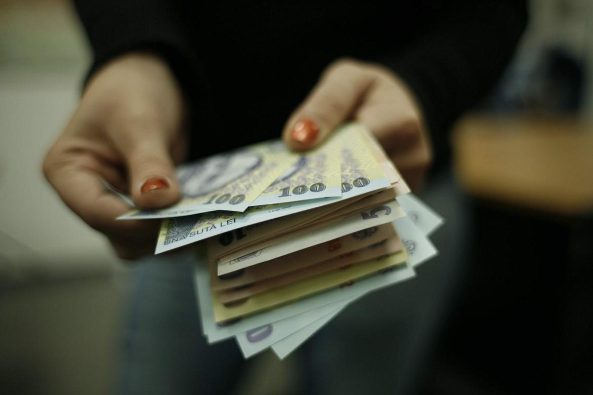 Inițiativa majorării salariale ce vizează bugetarii a primit undă verde din partea Curții Constituționale. Urmează promulgarea lui Klaus Iohannis.