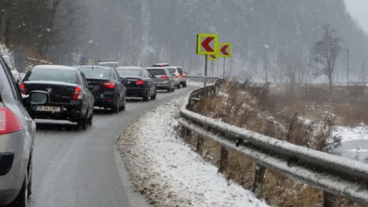 Poliția atenționează șoferii care se vor urca la volan pentru a reveni din mini-vacanța de Crăciun. Se așteaptă trafic îngreunat.