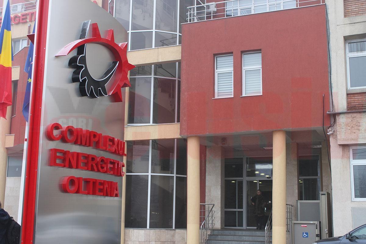 Protest la Complexul Energetic Oltenia. Un grup de 14 angajați au intrat, luni dimineață, în greva foamei, în faţa sediului companiei