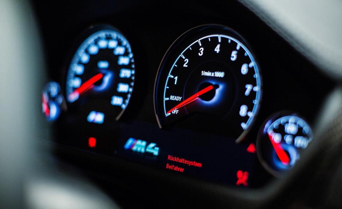 Record de viteză pe Autostrada Soarelui. Polițiștii au prins, în cursul zilei de azi, un șofer care gonea cu 214km/h pe A2.