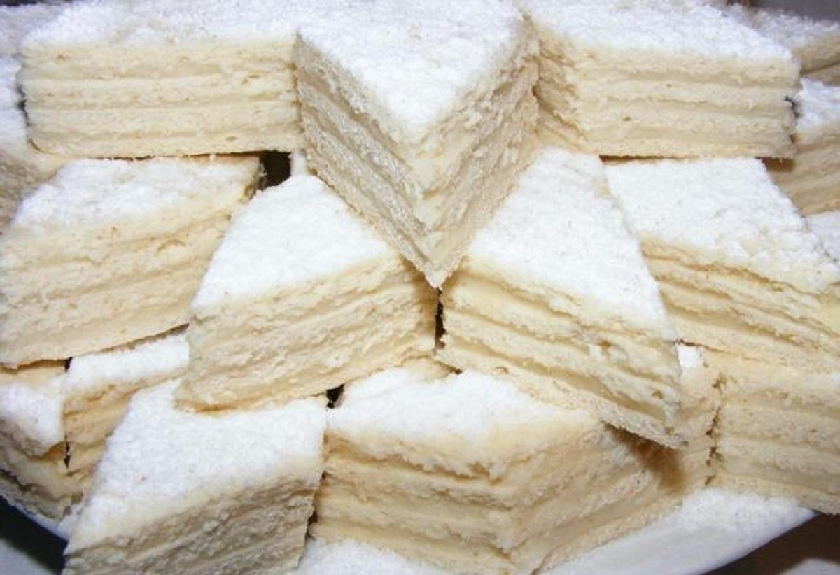 Rețetă prăjitura Albă ca Zăpada. O prrăjitură ieftină și ușor de făcut, care ar face deliciul mesei de Crăciun.