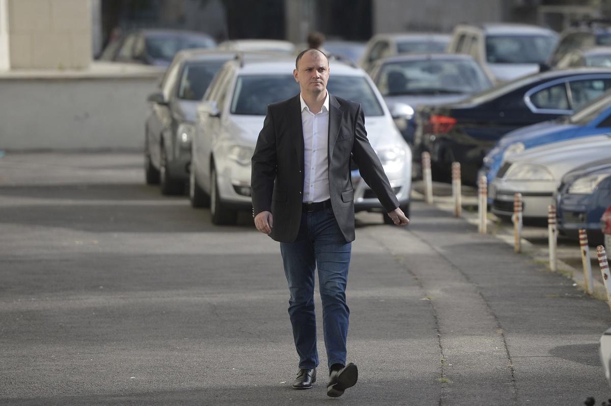 Șoferul lui Sebastian Ghiță este audiat la IPJ Prahova. Fostul deputat a fost pierdut de polițiștii care îl filau, luni seara, pe DN1