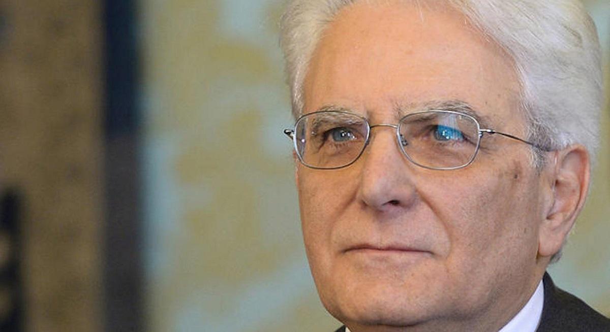 Sergio Mattarella, președintele Italiei, îi cere premierului să-și amâne demisia din executiv până la aprobarea bugetului pe 2017.
