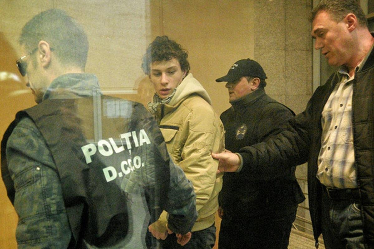 Tânărul din Craiova, suspectat de propagandă ISIS, a fost arestat preventiv. Pe data de 9 decembrie 2015, magistrații au impus...