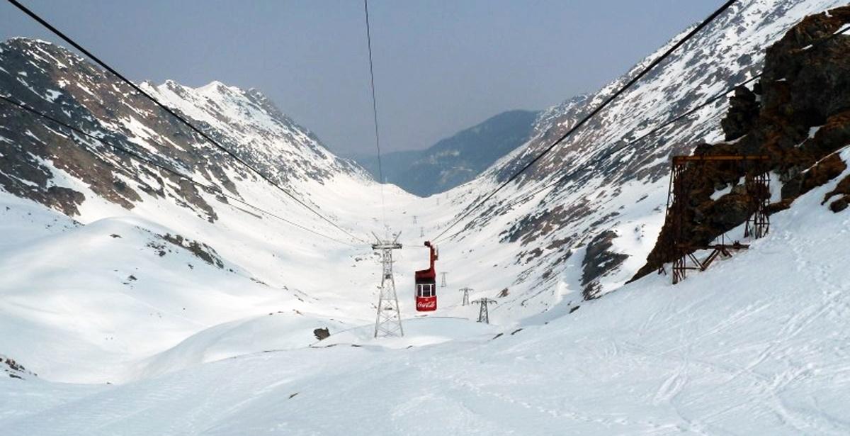 Telecabina de la Bâlea Lac a fost scoasă din funcțiune din cauza vântului care bate cu putere și a zăpezii care va fi viscolite.