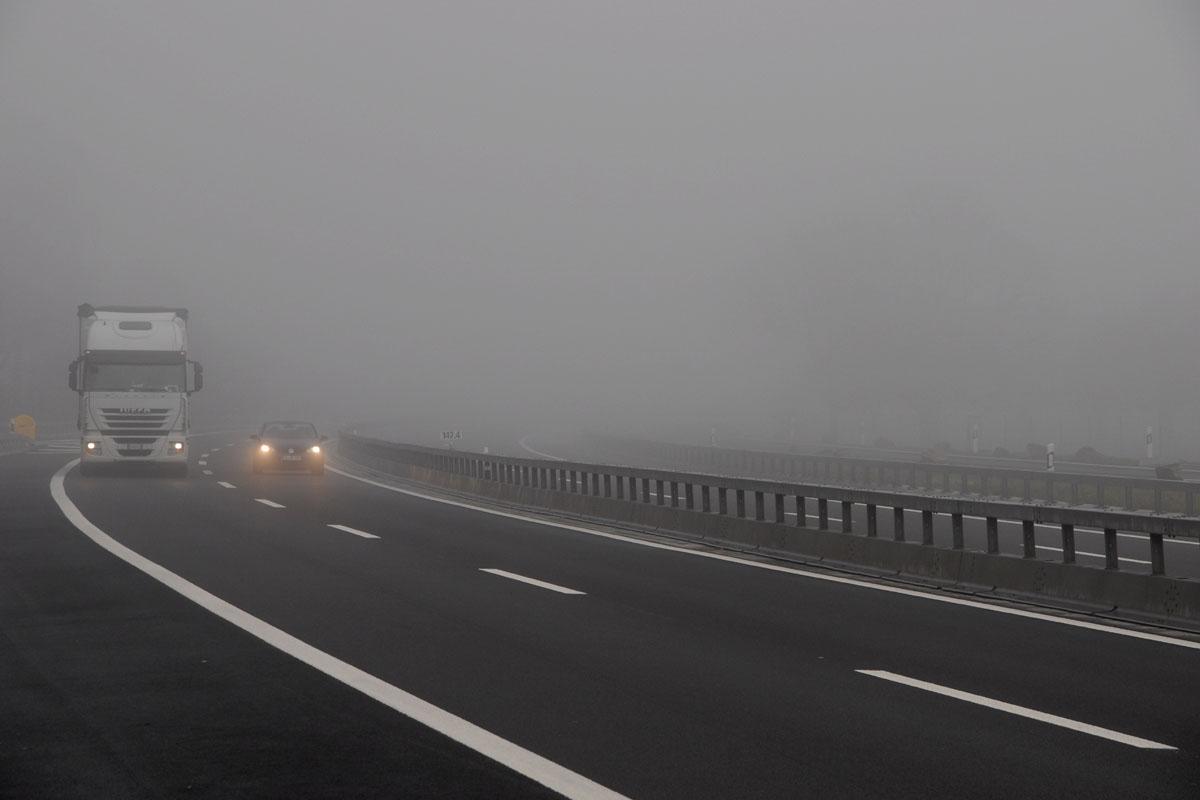 Trafic îngreunat de ceață pe DN10, pe raza județului Brașov. Biroul Infotrafica emis o avertizare de ceață pentru tronsonul Teliu-Întorusura Buzăului.
