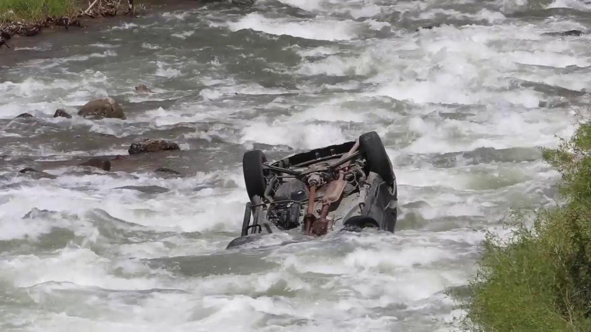 Tragedie în Vrancea, după ce mașina în care se aflau 3 femei a ieșit de pe carosabil, a spart barierele și a plonjat în râul Șușita.
