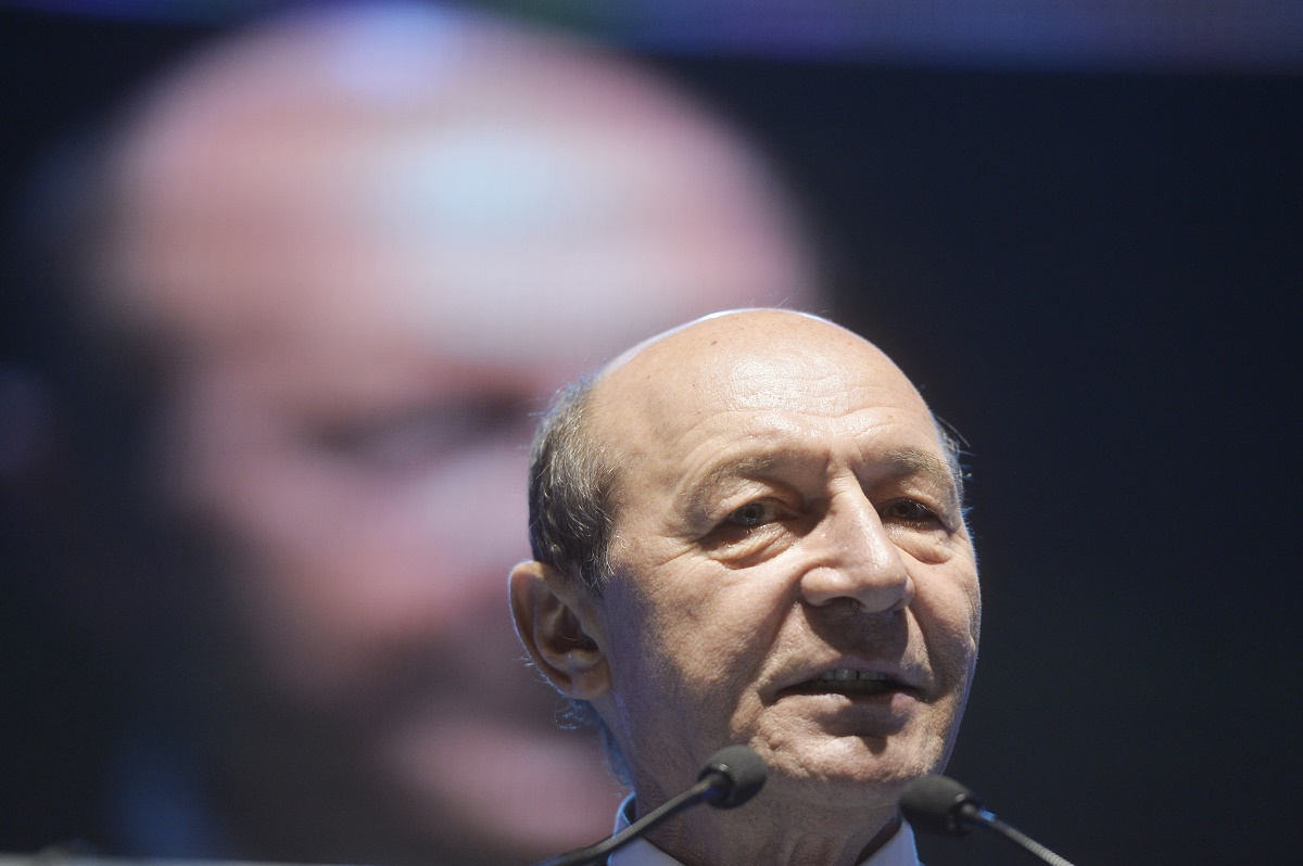 Traian Băsescu îl acuză pe Sorin Grindeanu de legături cu serviciile secrete, acesta fiind absolvent al unor cursuri ANI