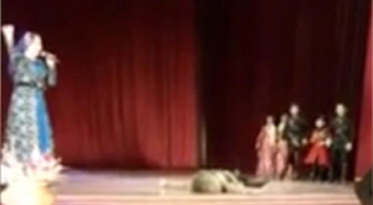Un dansator rus a murit pe scenă sub privirile a zeci de spectatorii. Oamenii din public au râs la început, pentru că au crezut că este parte din spectacol