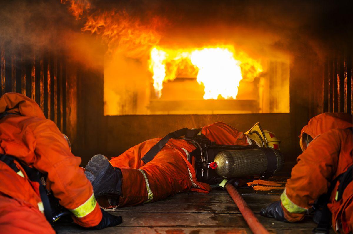 Un incendiu puternic a izbucnit, în noaptea de sâmbătă spre duminică, la un restaurant aflat pe marginea DN 2 (E85). Incendiul s-a petrecut în comuna buzoiană Poşta Câlnău.