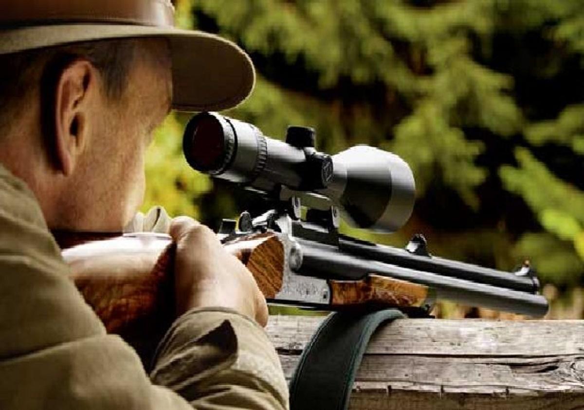 Un vânător din Iași este internat în stare gravă în spital, după ce a fost împușcat la o partidă de vânătoare.