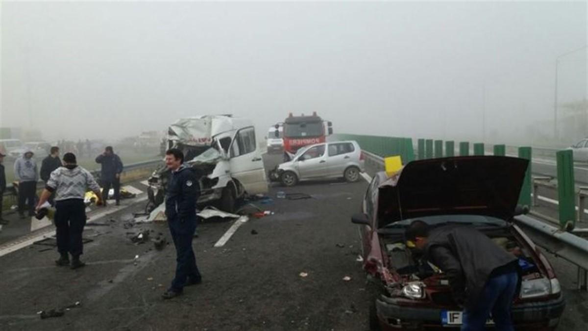 Accident pe Autostrada Soarelui, vineri, 23 decembrie, pe tronsonul Lehliu Gară -Drajna. O autoutilitară s-a ciocnit cu doua masini.