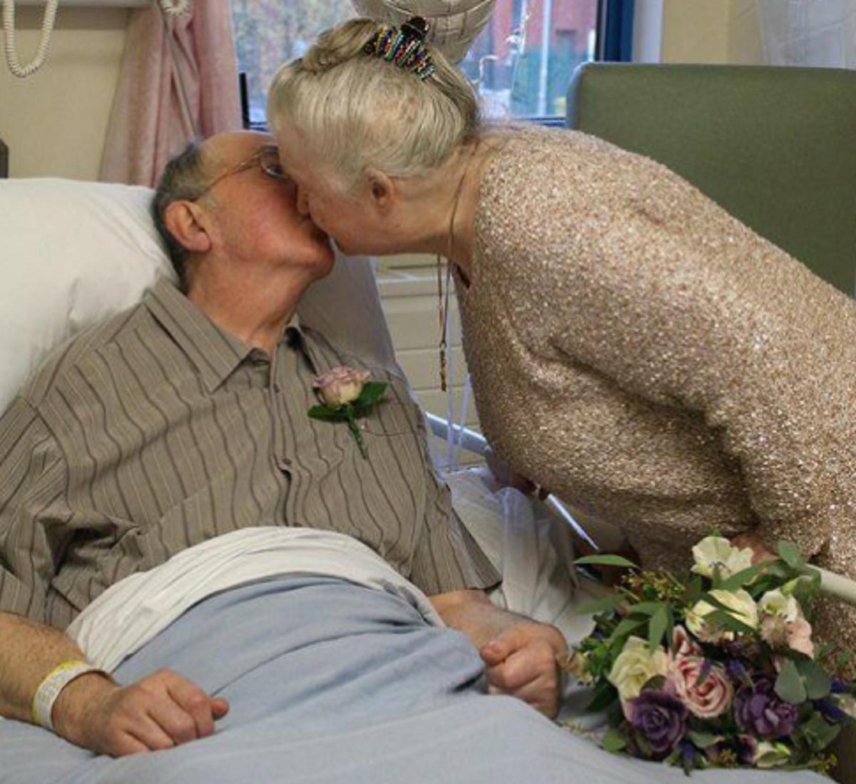 Doi bătrânei au reușit să înduioșeze milioane de oameni din întreaga lume. Aceștia au decis să își unească destinele după aproape 60 de ani de relație