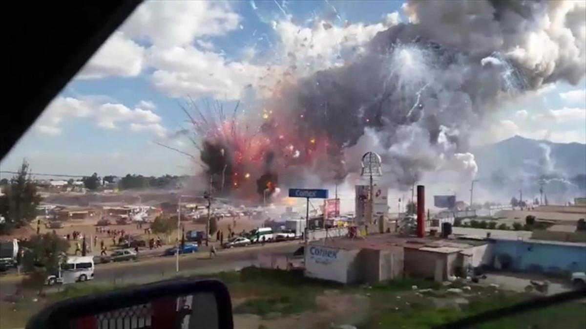 O explozie în Mexic, într-o piață de artificii, s-a soldat cu moartea a cel puțin 29 de oameni și rănirea altor 72.