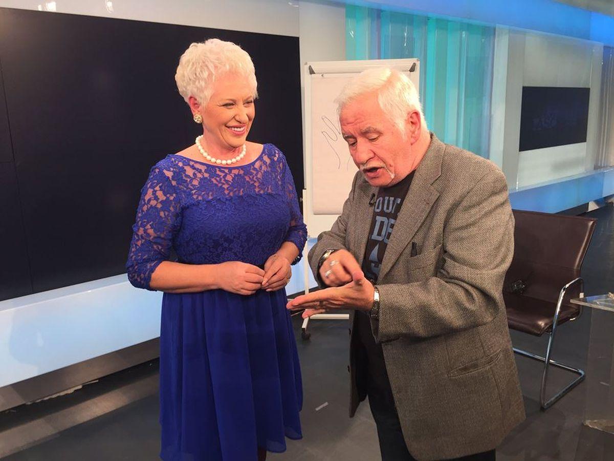 Mihai Voropchievici a dezvăluit ce înseamnă liniile sau semnele prezente în palma dreapta și cele din palma stângă. Iată tainele cititului în palmă, dezvăluite de Mihai Voropchievici și Lidia Fecioru.