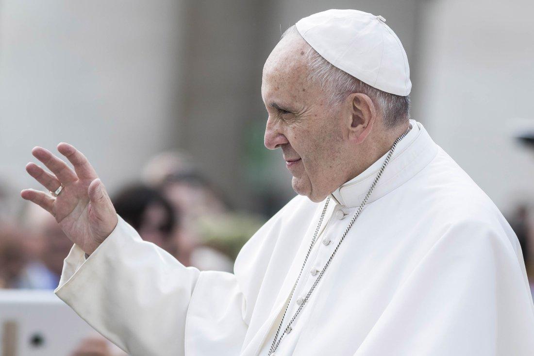 Papa Francisc a oficiat tradiționala masă de Crăciun, în cadrul căreia a afirmat că sărătoarea Nașterii Domnului a fost luată ostatică de materialism.