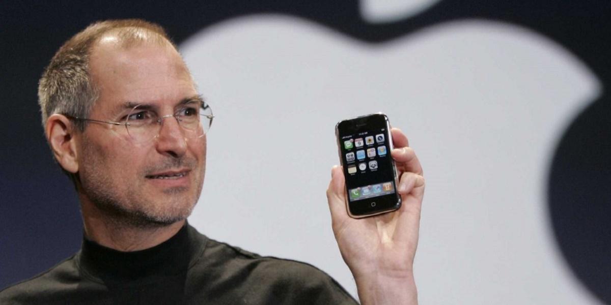 10 ani de iPhone. 9 ianuarie 2007 este ziua în care lumea telefoniei mobile era definitiv schimbată, prin apariția iPhone.